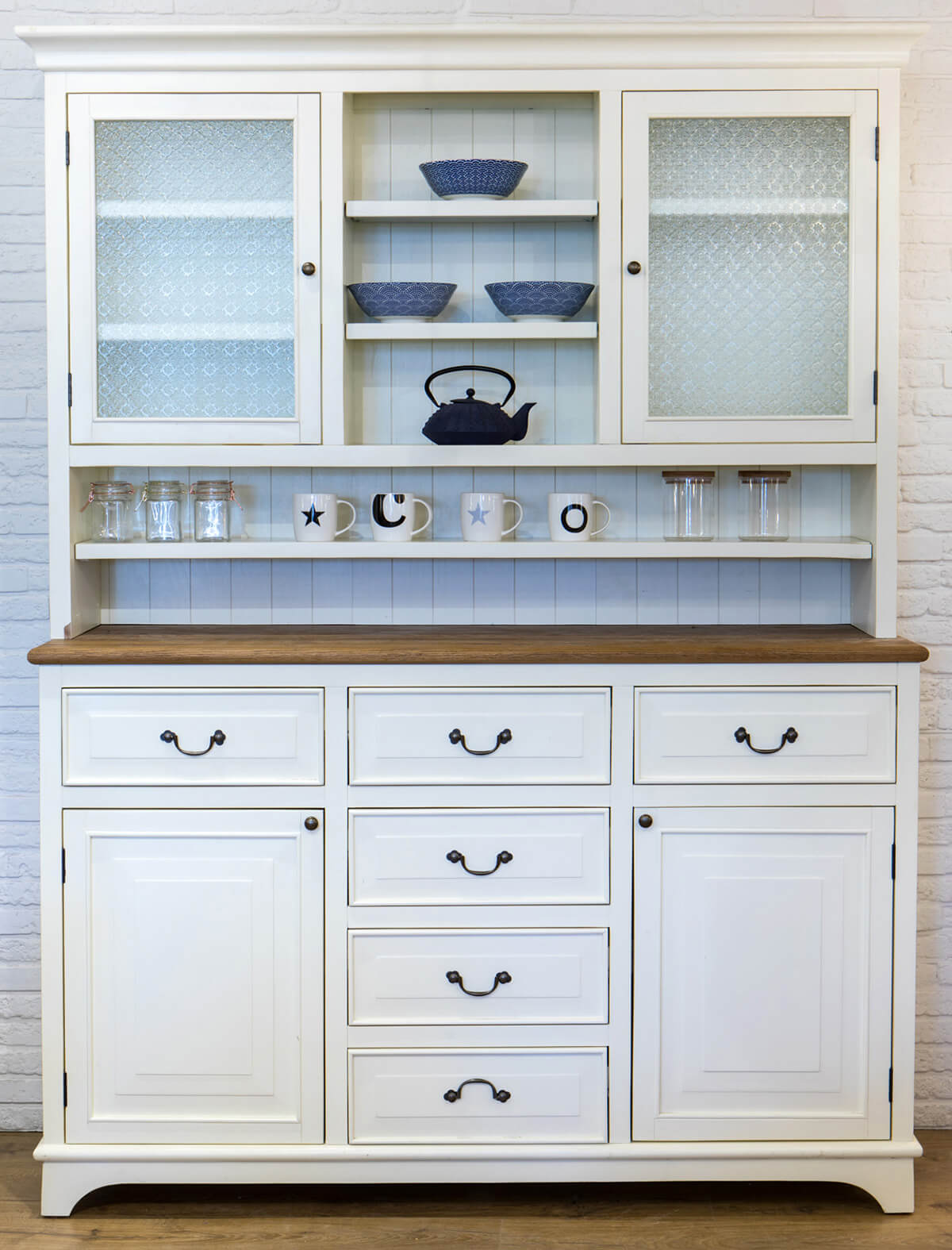 ארון ויטרינה לבן מעץ מלא למטבח