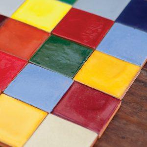 אריחים חלקים צבעוניים