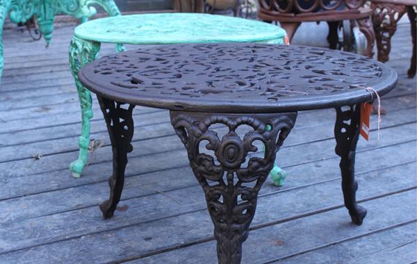 שולחן יציקת ברזל עגול