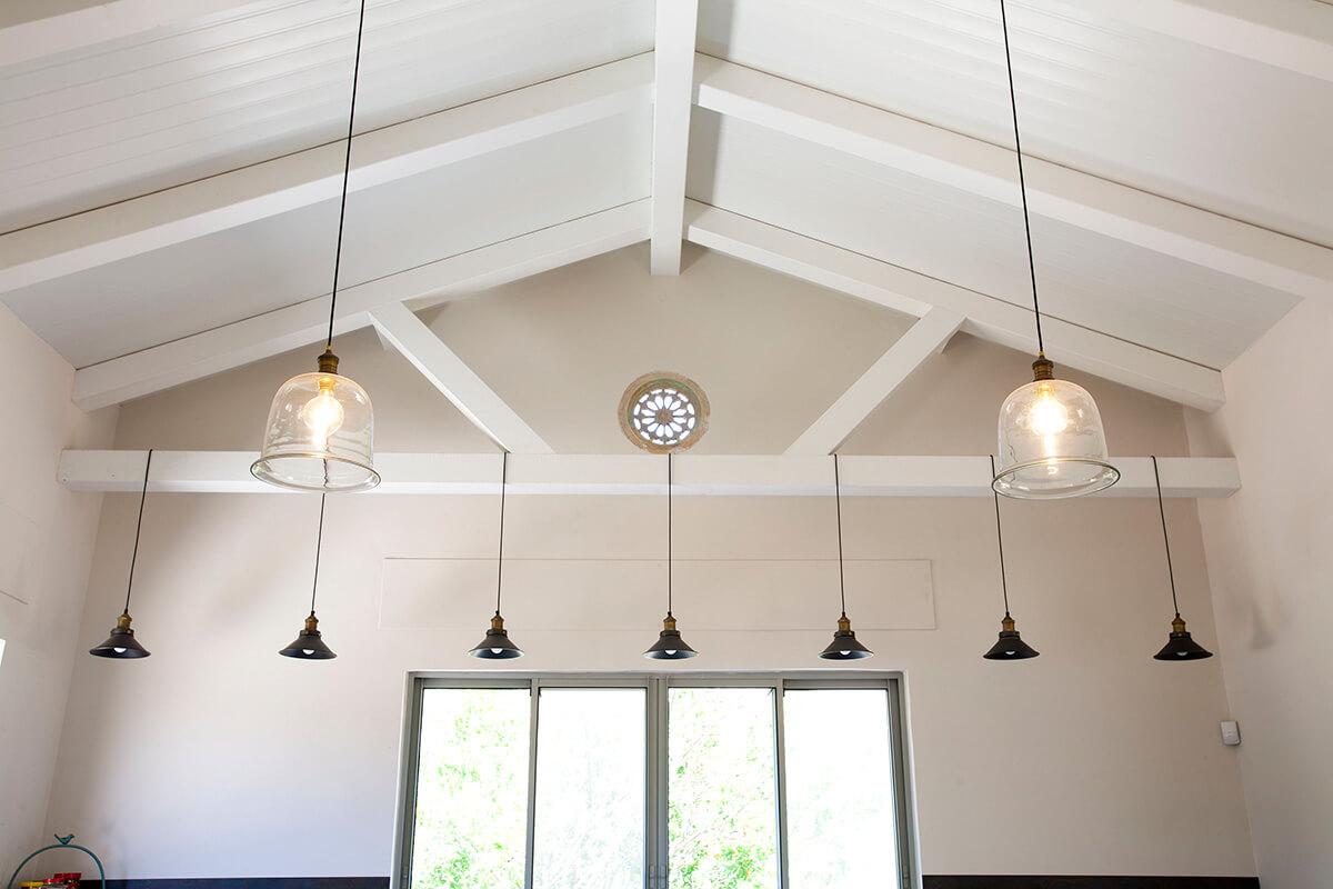 גופי תאורה לתקרה גבוהה