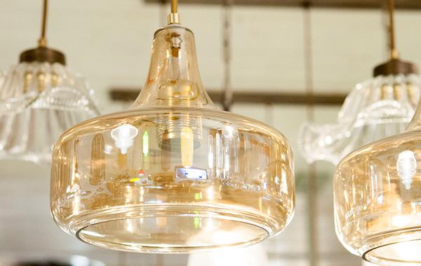 מנורת תלייה טיפה דבש
