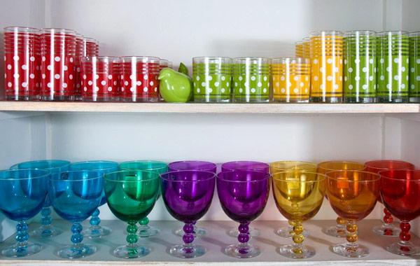 כוסות זכוכית צבעוניות