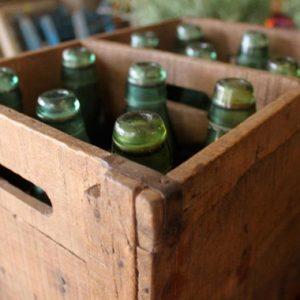 ארגז בקבוקי גזוז ישנים