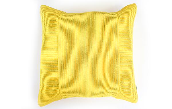 כרית נוי צהובה