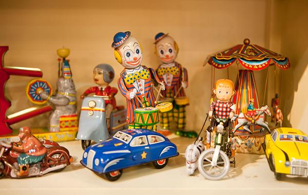 צעצועי פח עתיקים