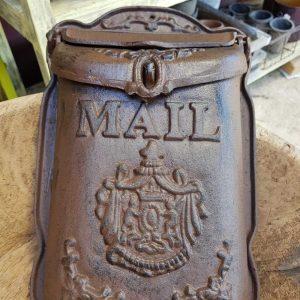 תיבת דואר מברזל