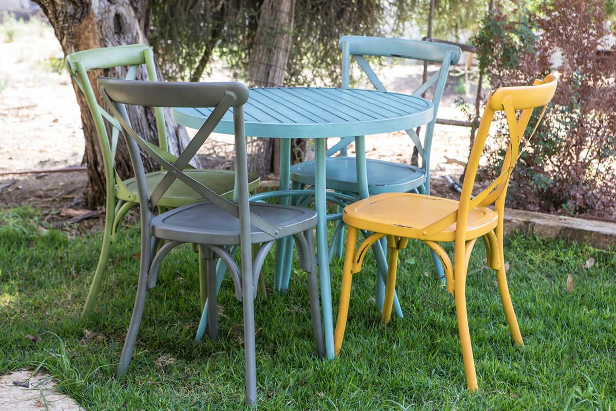 שולחן אלומיניום עגול עם כסאות אלומיניום מעוצבים