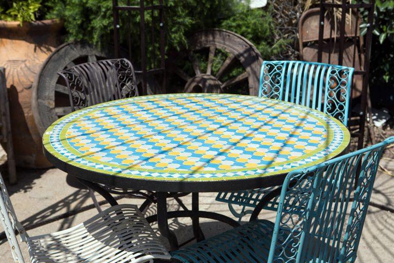 שולחן פסיפס מרוקאי עגול לגינה